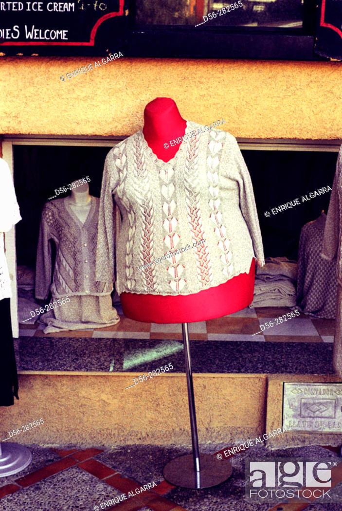 Imagen: street  cloth shop, Benidorm, Alicante.