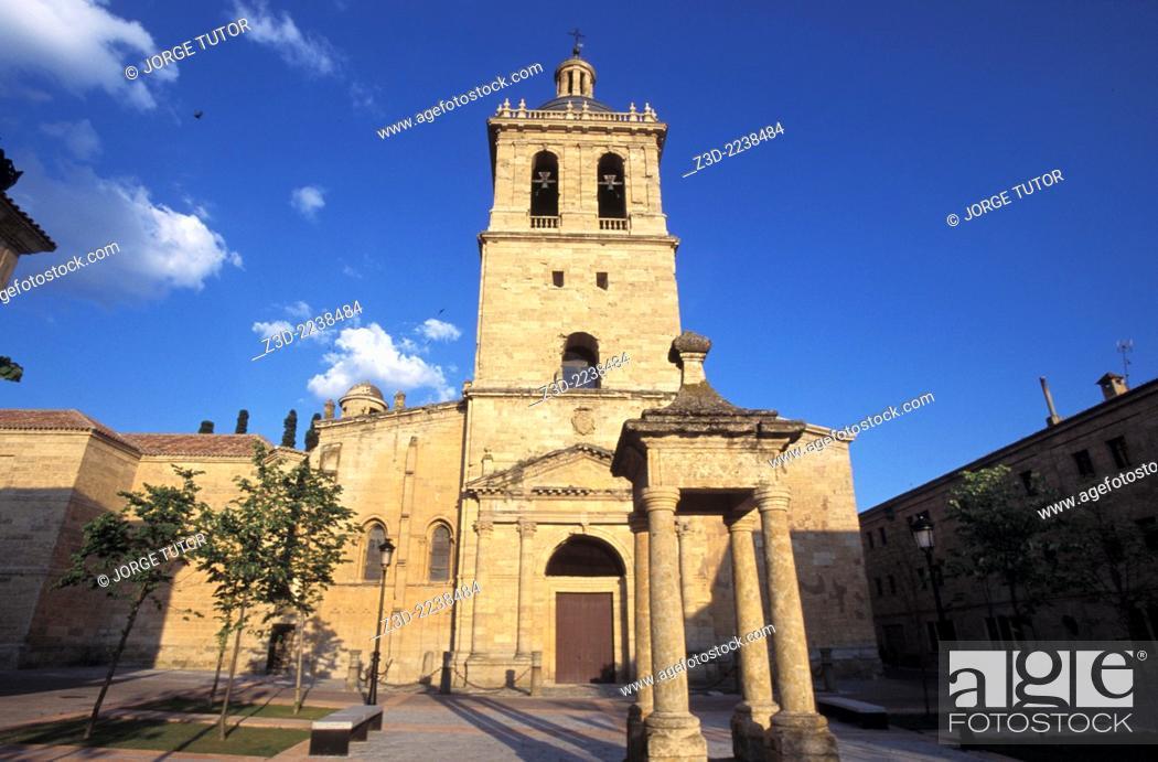 Stock Photo: San Isidoro Church 12th century from Plaza Herrasti and the Andrés Pérez de Herrasti monument.