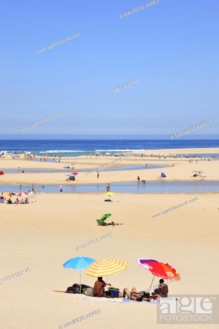 Imagen: Lagoa de Albufeira (Albufeira Lagoon) beach. Sesimbra, Portugal.