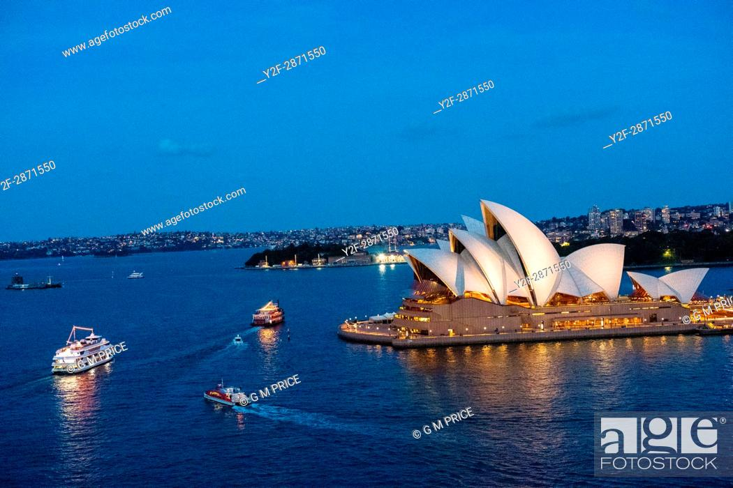 Stock Photo: Sydney Harbour at dusk with boats and opera house.