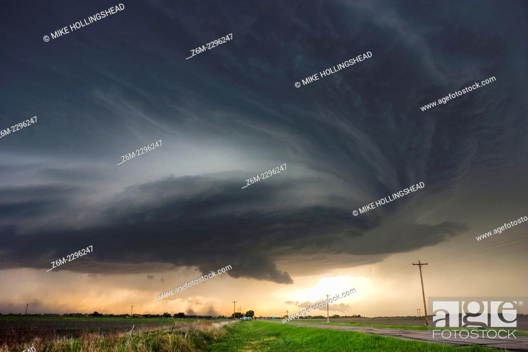 Stock Photo: Amazing supercell passes just north of Grand Island Nebraska May 10, 2005.