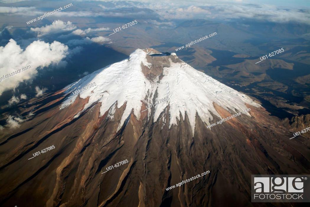 Stock Photo: Cotopaxi volcano. Cotopaxi National Park. Ecuador./ Volcan Cotopaxi.  El Cotopaxi de 5897 metros de altura es la segunda cumbre del ecuador.