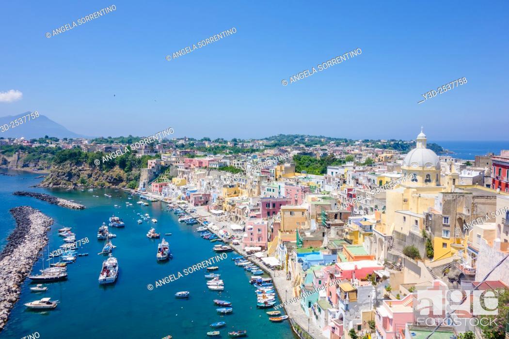 """Imagen: Procida, Fisherman's Village """"""""La Corricella"""""""", Bay of Naples, Italy."""