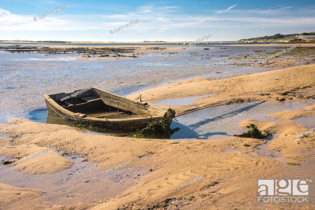 Stock Photo: Beached boat. Cancela Velha. Algarve. Portugal.