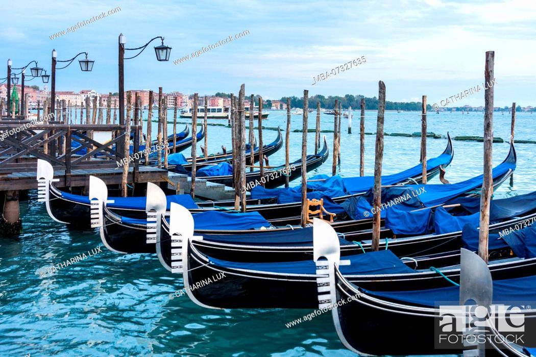 Imagen: Venice, Riva degli Schiavoni, gondolas.