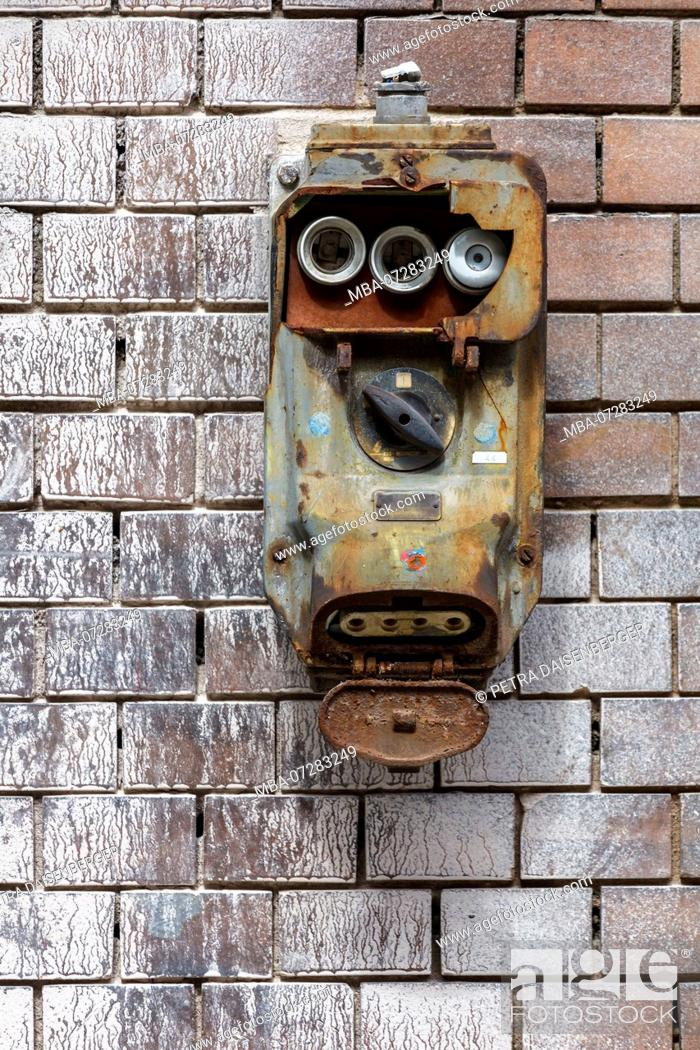 replacing old fuse box an old fuse box with a switch urgently needed to be replaced  an old fuse box with a switch urgently