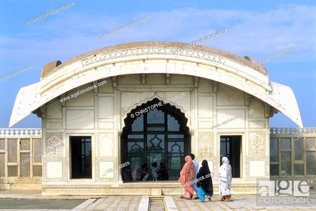 Stock Photo: Pakistan, Punjab, Lahore, World Heritage Site, Lahore fort, Naulakha pavilion.