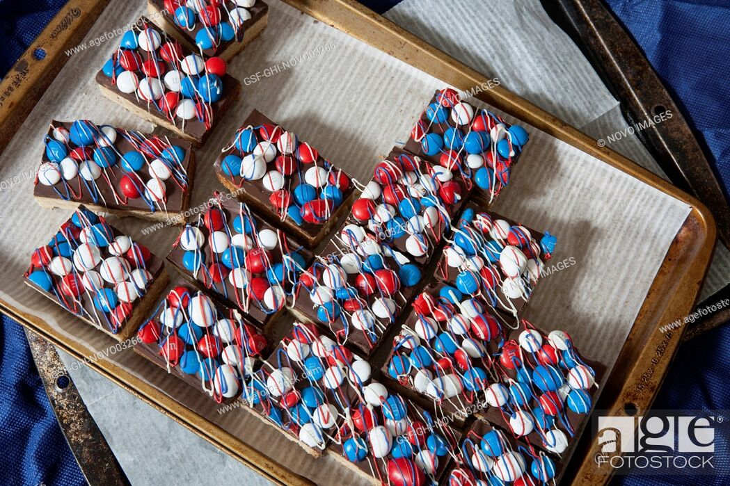 Imagen: Bar Cookies with Red, White & Blue Candies.