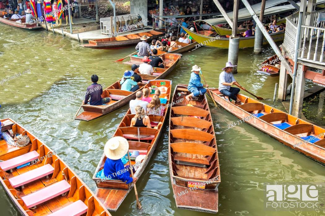 Stock Photo: Traffic jam of tourist boats, Damnoen Saduak Floating Market, Ratchaburi, Bangkok, Thailand.