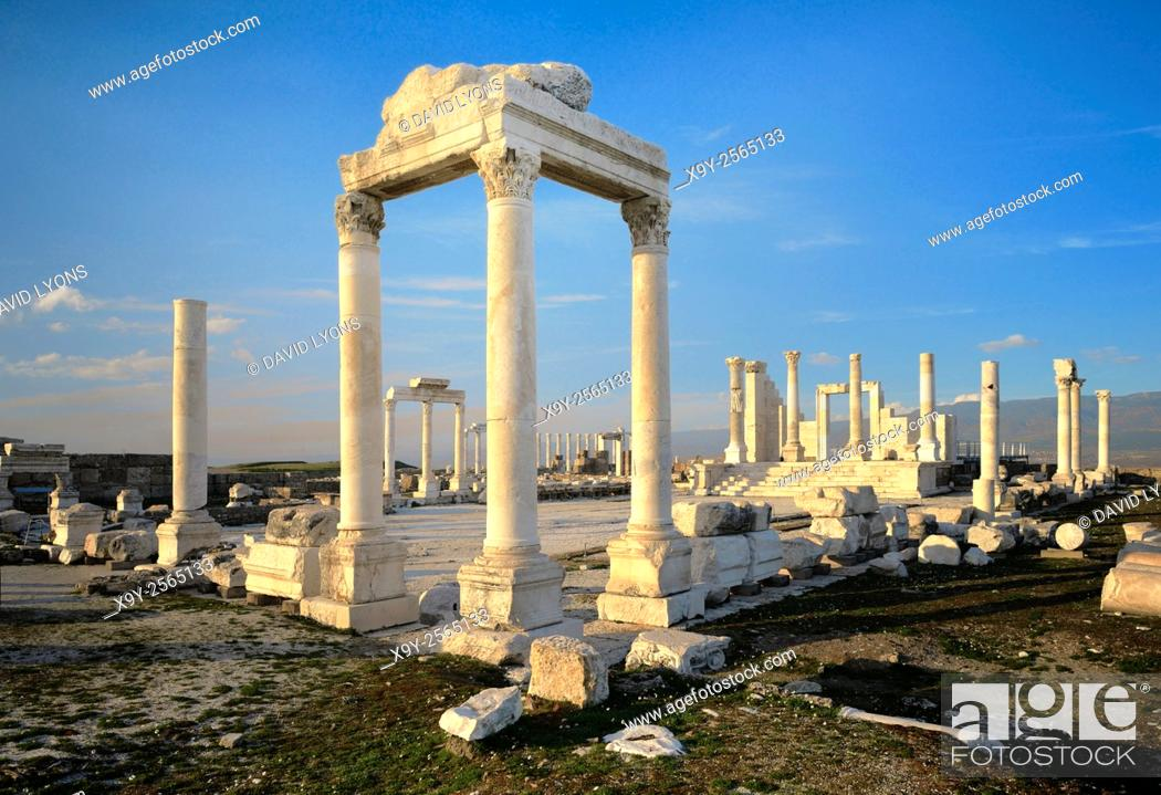 Stock Photo: Ruins of the Temple of Zeus in ancient Greek Roman city of Laodicea on the Lycos. Near modern town of Denizli, Turkey.