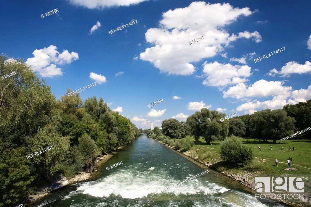 Stock Photo: River Isar with German museum in background, Munich, Germany.