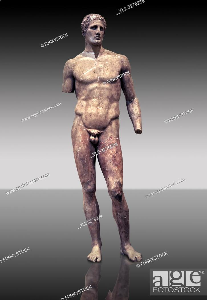 Imagen: Statue of Hagias the athlete, and this is a marble copy of a bronze statue made by Lysippos in 340 BC. Delphi Archaeological Museum.