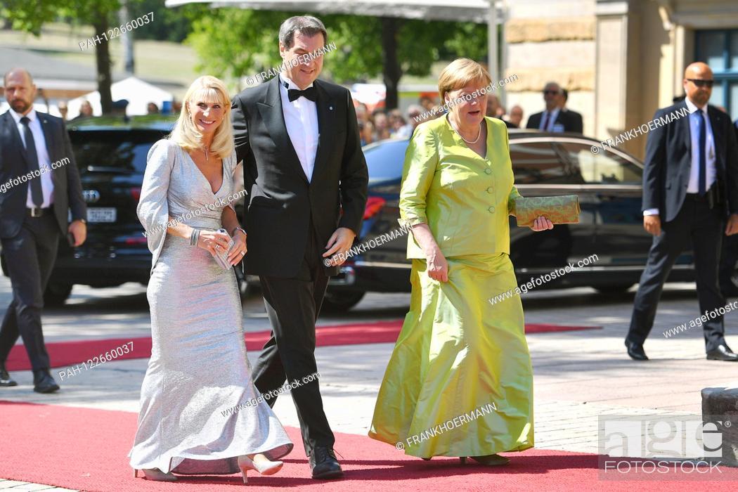 Stock Photo: v.re: Federal Chancellor Angela MERKEL, Markus SOEDER (Prime Minister of Bavaria and CSU chairman) and wife Karin Baumueller Soeder. on her arrival.