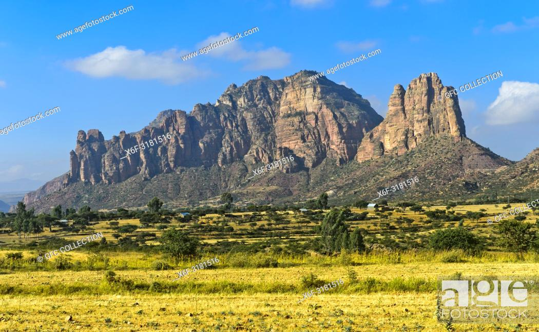 Photo de stock: Northern part of the East African Rift Valley with the Gheralta Mountains rising from the Hawzien plain, Tigray, Ethiopia.
