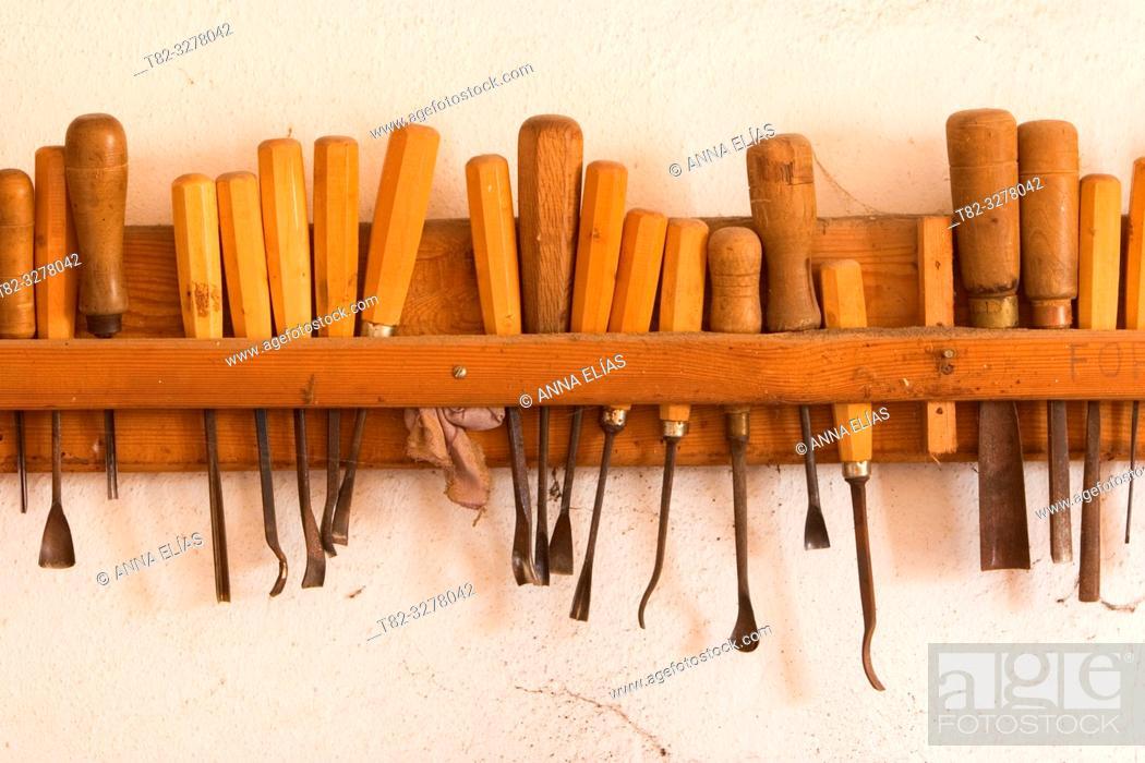 Imagen: herramientas para la talla de madera.