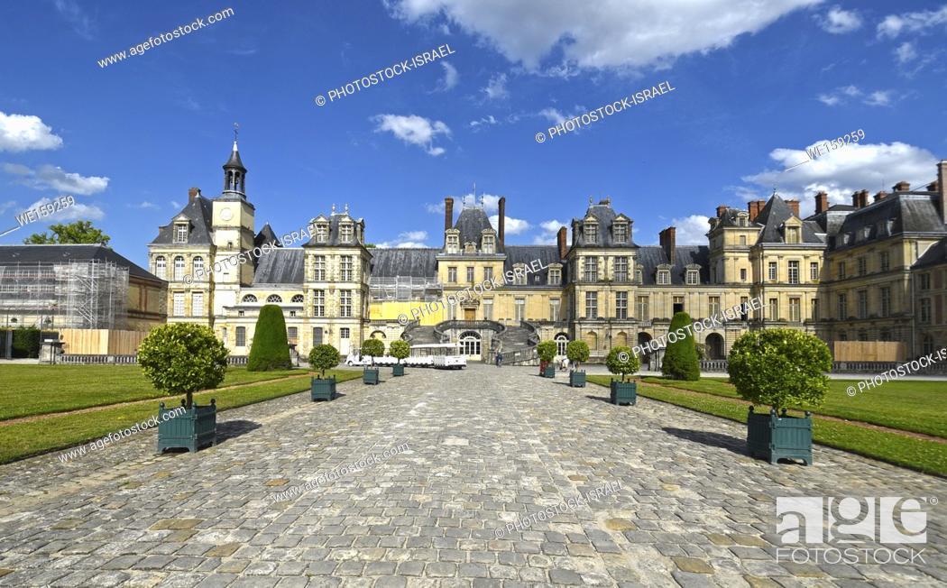 Stock Photo: Palace of Fontainebleau (Chateau de Fontainebleau), France.