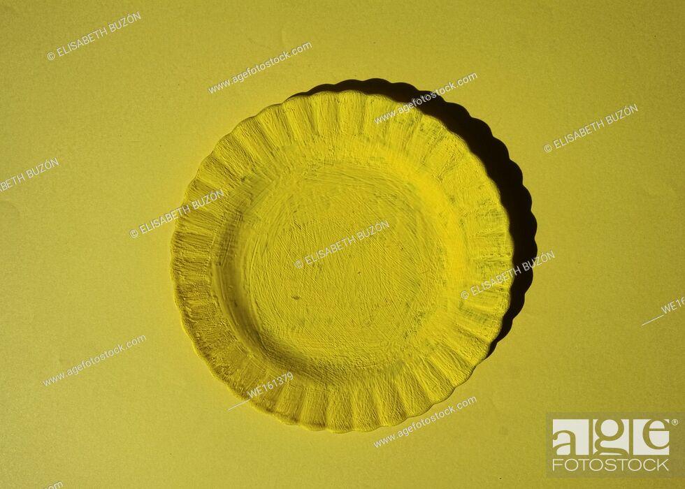 Photo de stock: Yellow plate on yellow background.