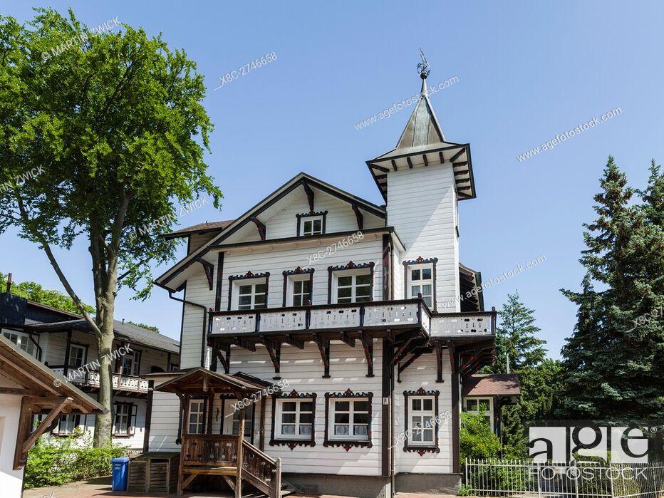 Imagen: Villa at a waterfront location. German resort architecture (Baederarchitektur) in the seaside resort Heringsdorf on the island of Usedom.
