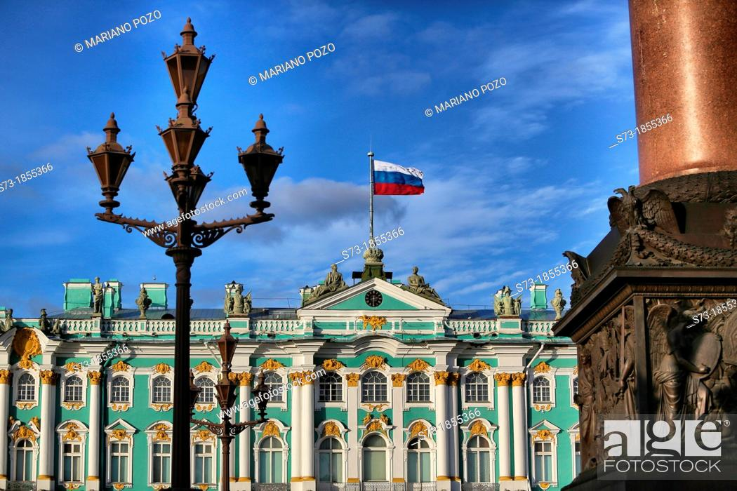 Photo de stock: Russian state flag on Winter Palace, St.Petersburg, Russia.