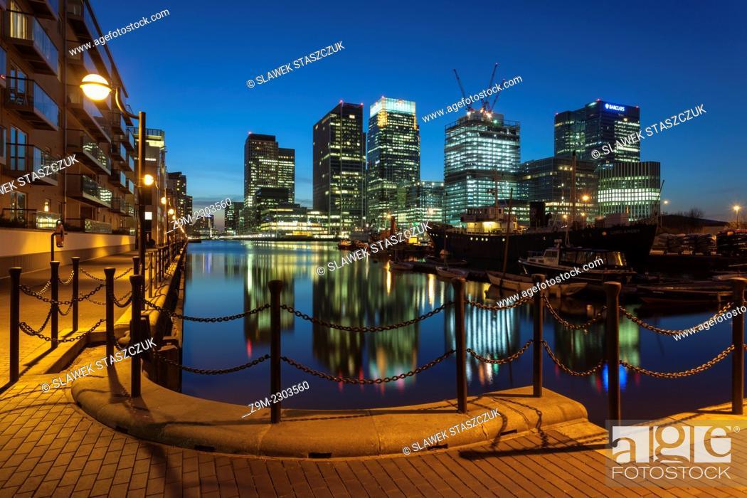 Imagen: Spring evening at Canary Wharf, London, England.