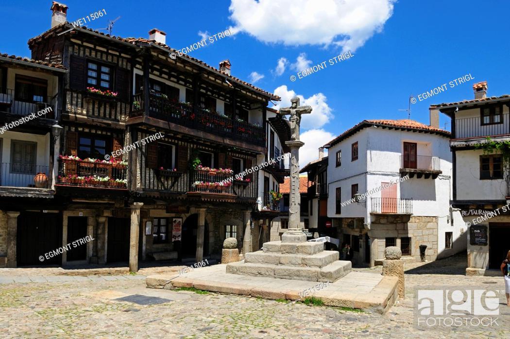 Imagen: Europe, Spain, Castile and Leon, Castilla y Leon, Sierra de Francia, Plaza Mayor in the oldtown of La Alberca.