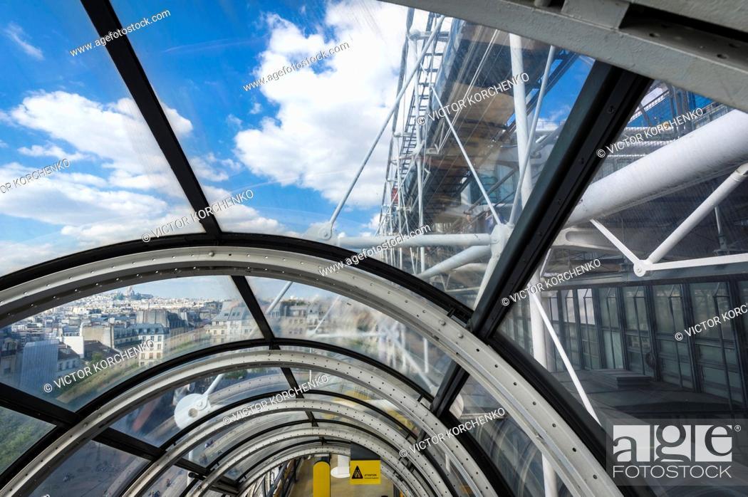 Imagen: Centre Pompidou elevators.