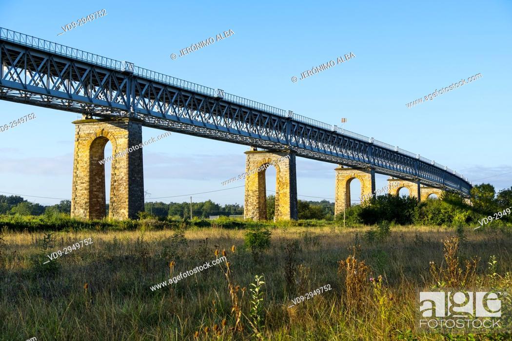 Stock Photo: Pont de Fer, bridge over the Dordogne river at Saint André de Cubzac. Aquitaine Region, Gironde Department. France Europe.