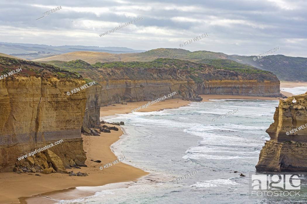 Stock Photo: Limestone stacks formed by erosion in the Port Campbell National Park, near Port Campbell, Great Ocean Road, Victoria, Australia.