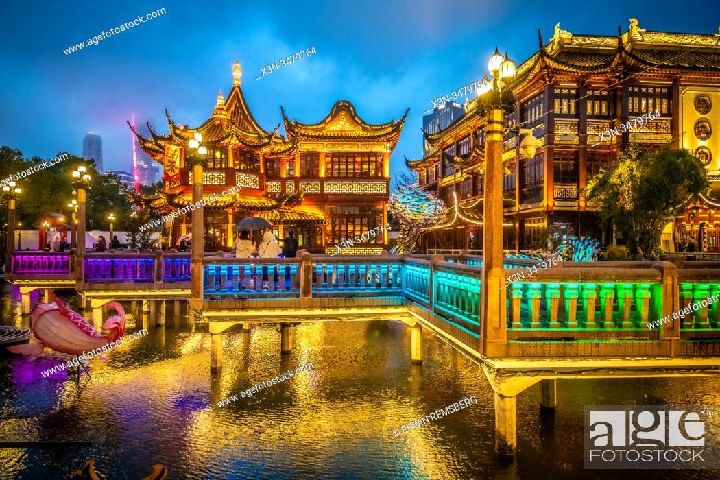 Stock Photo: The illustrious lighting for the Yu Garden Lantern Festival at Lunar New Year celebrations , Shanghai, China.