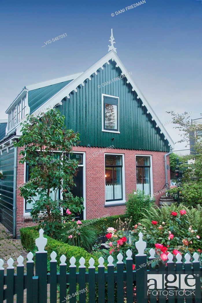 Imagen: Traditional Dutch house in the small town of Zaanse Schans, Holland, Netherlands, Europe. - ZAANSE SCHANS, HOLLAND, NETHERLANDS, 15/07/2014.