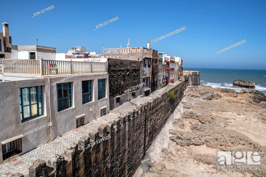 Imagen: Homes Along the Shore of Essaouira, Marrakesh-Safi, Morocco.