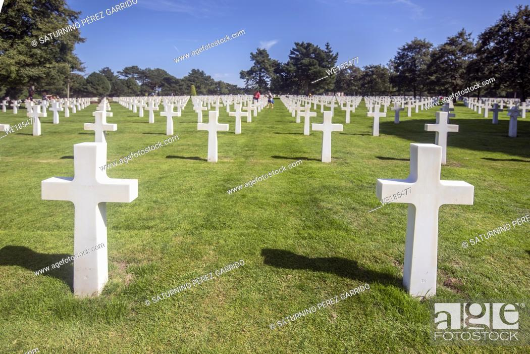 Stock Photo: Headstones of the dead soldiers at the Normandy landing in the American cemetery of Colleville-sur-Mer, France.