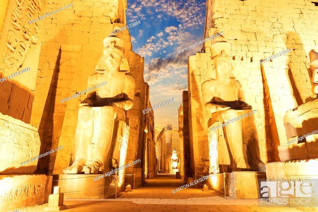 Imagen: Luxor temple main entrance, first pylon, Egypt.