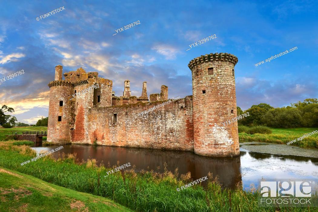 Imagen: Exterior of Caerlaverock Castle, Dumfries Galloway, Scotland, .