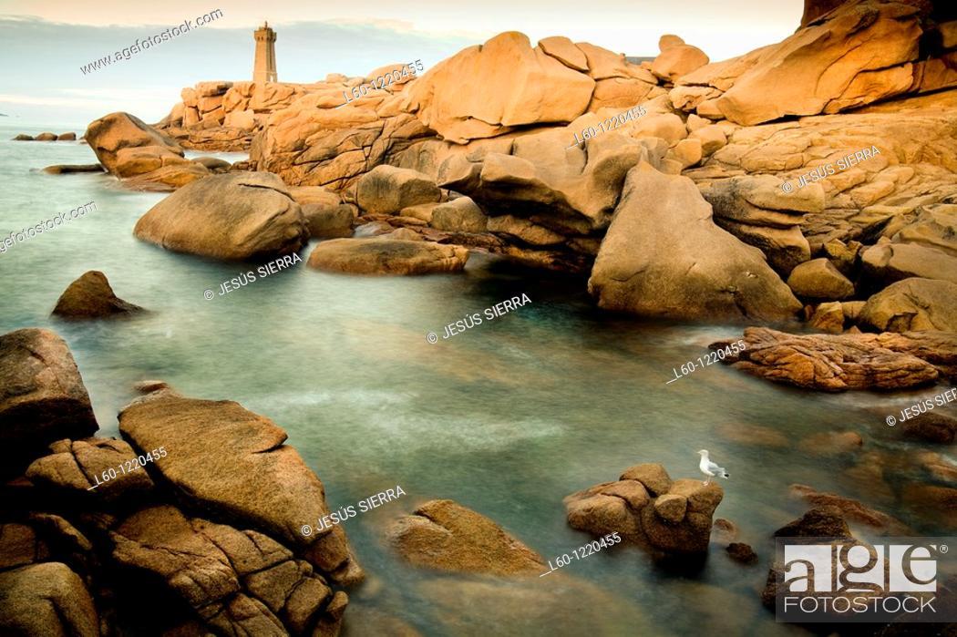 Stock Photo: Lighthouse at Cote de Granit Rose, France, Brittany, Granit Rose.