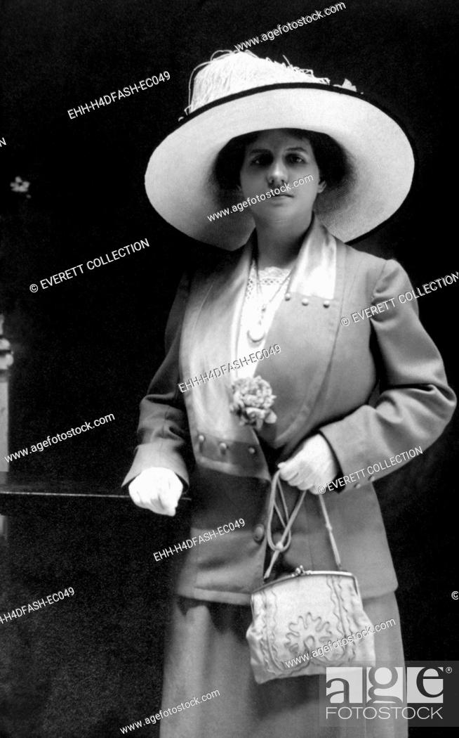 Stock Photo: Women's fashion, circa 1910. Photo: Courtesy Everett Collection.