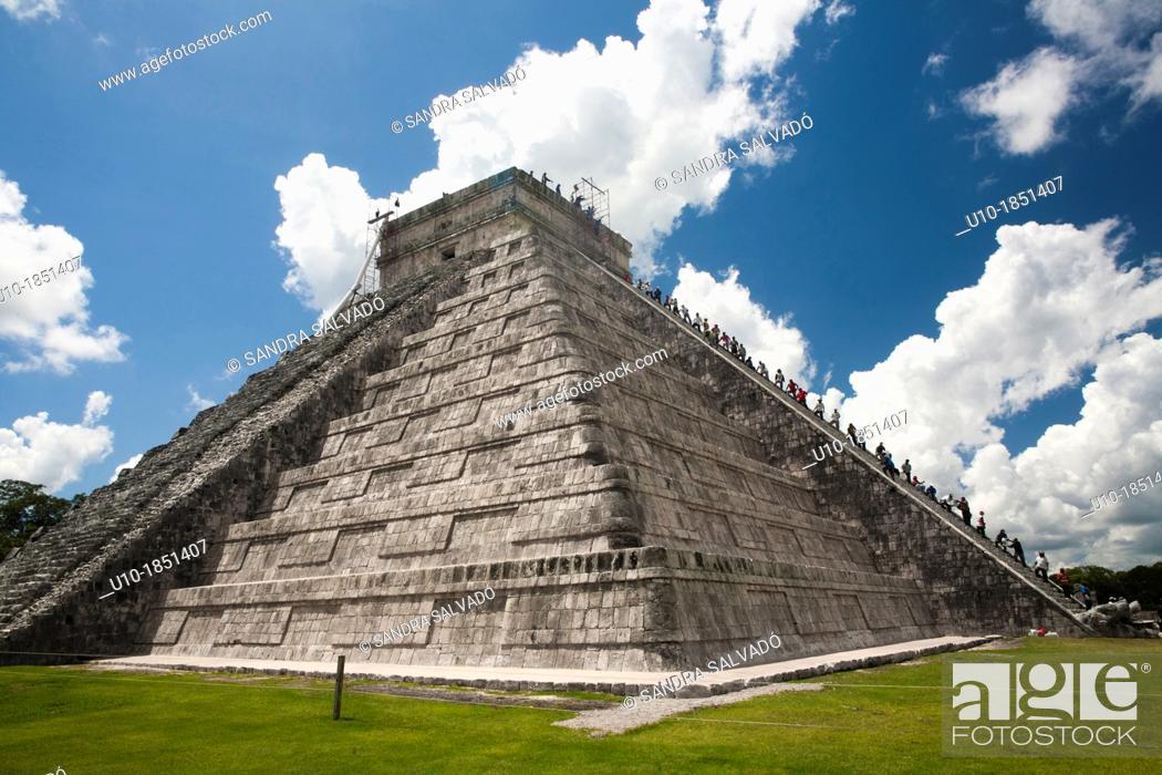 Stock Photo: The Kukulkán Pyramid at Archeological site Chichén Itzá, Yucatan Peninsula, Mexico.