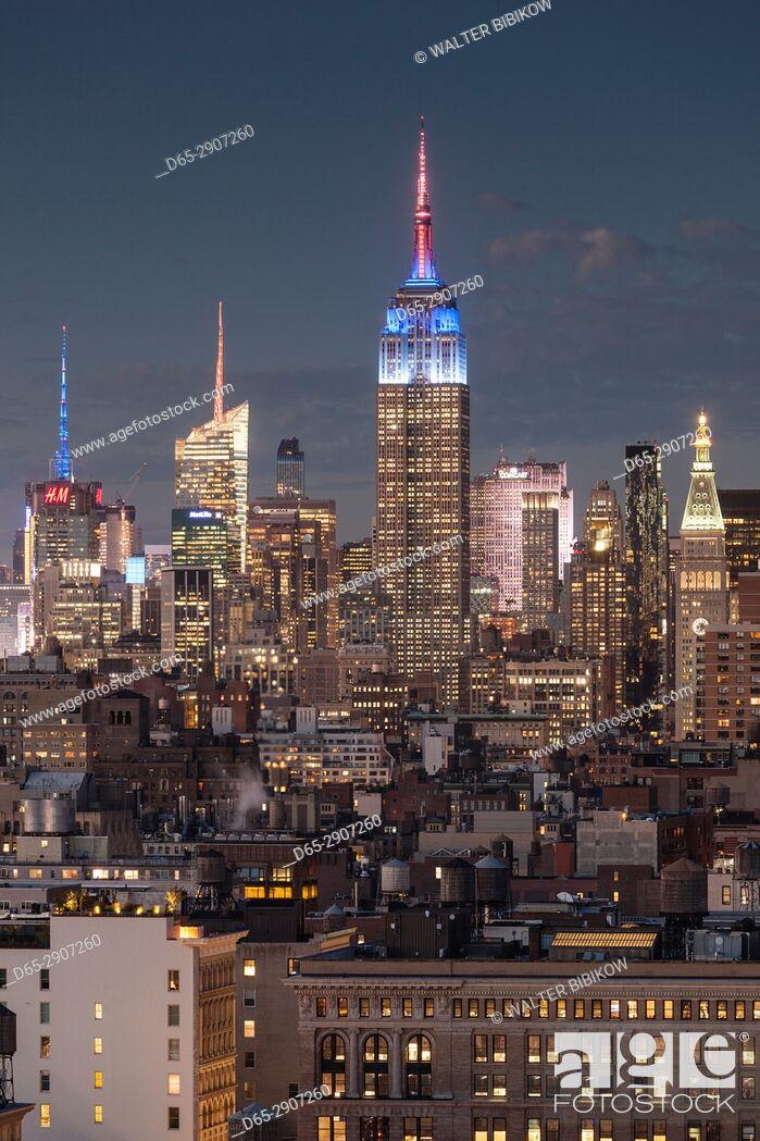 Stock Photo: USA, New York, New York City, Lower Manhattan, Mid-town Manhattan skyline, elevated view, dusk.