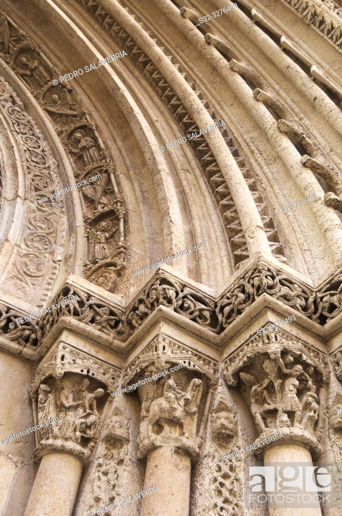 Imagen: Detail of Romanesque door Almoina, XIII century, in the cathedral of Valencia, Spain.