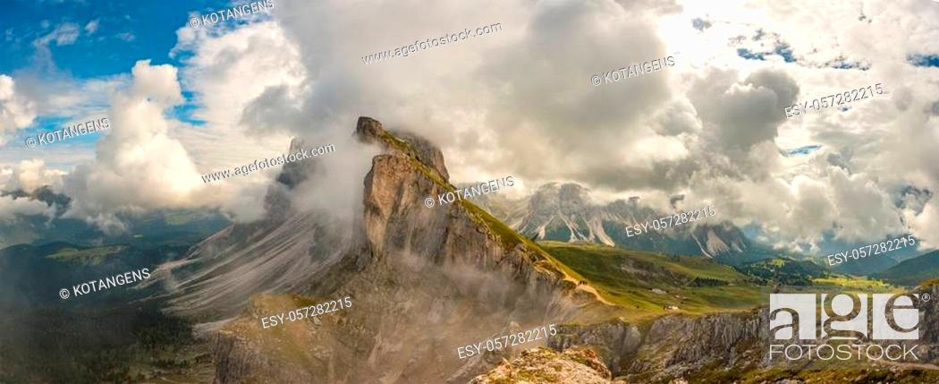 Imagen: Panorama view Dolomites mountains from Seceda over Odle Puez Italy.