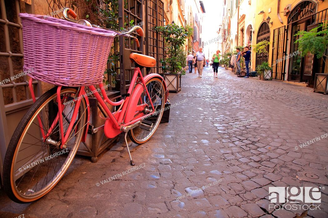 Imagen: Bicycle on a street near Piazza Navona. Rome. Italy.