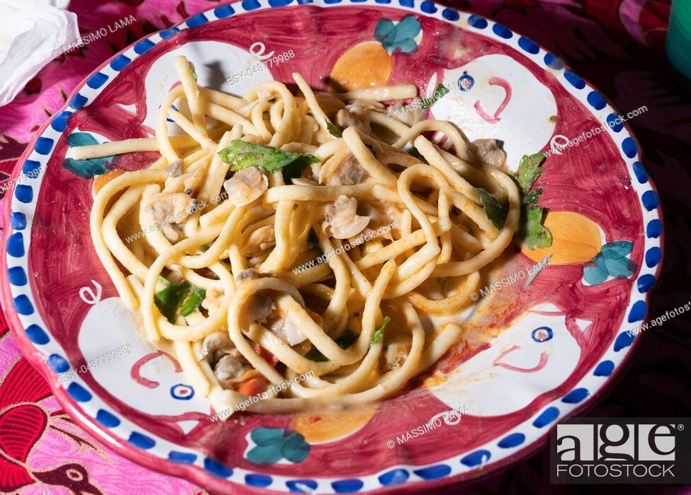 Imagen: Scialatielli pasta with seafood mix on the plate.