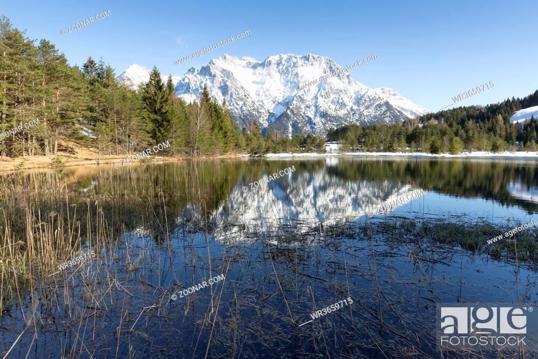 Stock Photo: Der Luttensee in Oberbayern im Frühjahr mit Karwendelgebirge.