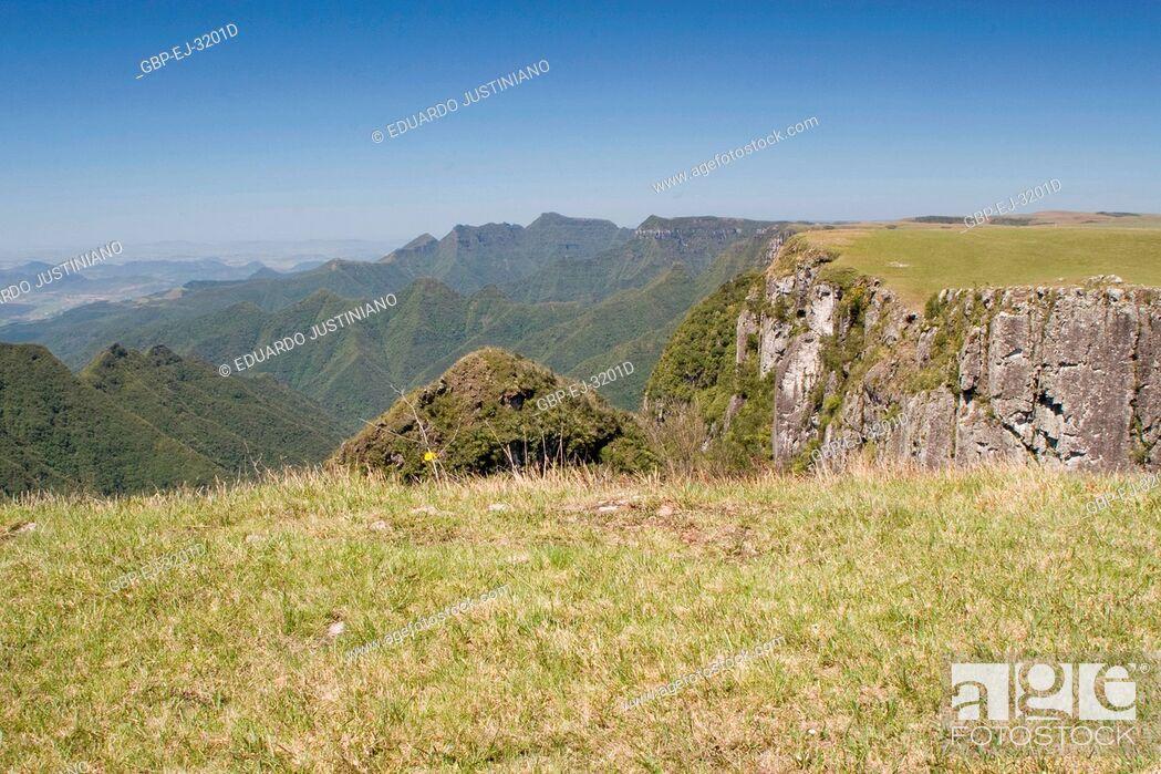 Stock Photo: It in the Boundary Among States of Rio Grande do Sul and of Santa Catarina, Trimmed of the Mountain, São José dos Ausentes, Rio Grande do Sul, Brazil.