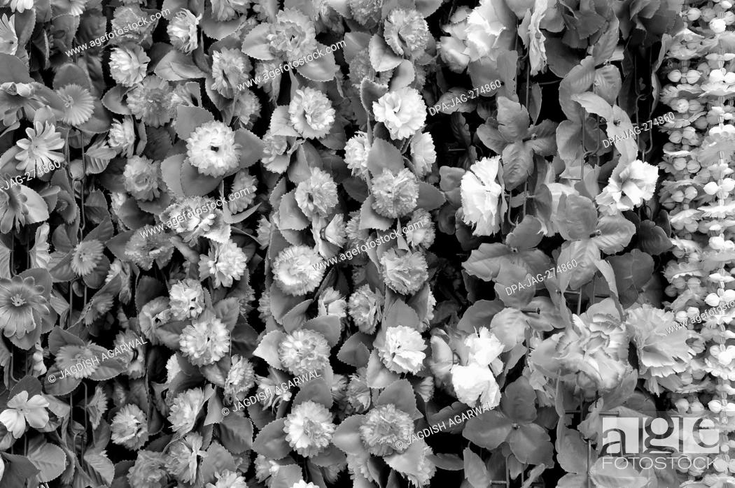Imagen: Artificial white flowers, Dadar, Mumbai, Maharashtra, India, Asia.