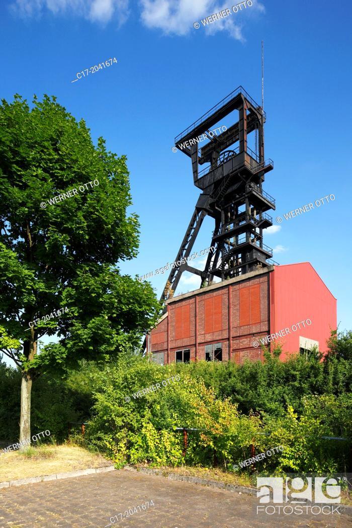 Imagen: Germany, Bochum, Ruhr area, Westphalia, North Rhine-Westphalia, NRW, Bochum-Wattenscheid, colliery Holland, former coal mine, shaft tower, IBA project.