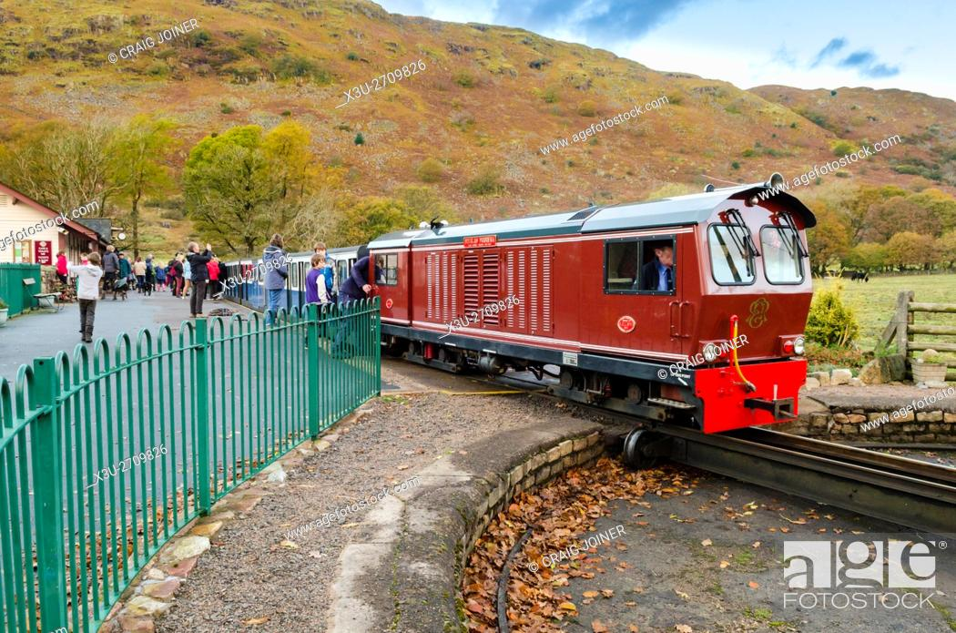 Stock Photo: The Douglas Ferreira diesel locomotive at Dalegarth Station on the Ravenglass & Eskdale Railway in the Lake District. Boot, Cumbria, England.
