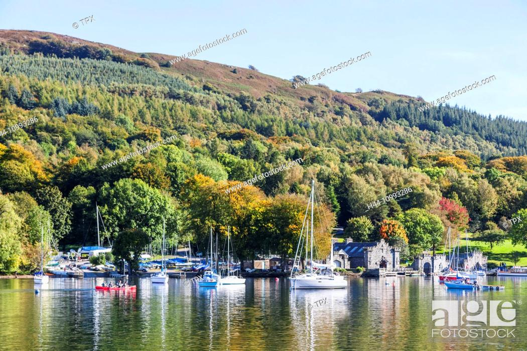 Stock Photo: England, Cumbria, Lake District, Windermere, Lakeside, View of Newby Bridge.
