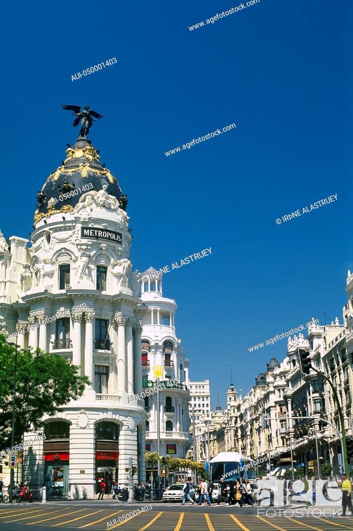 Stock Photo: Spain - Madrid - Gran Via - Edificio Metr¾polis - Metropolis building.