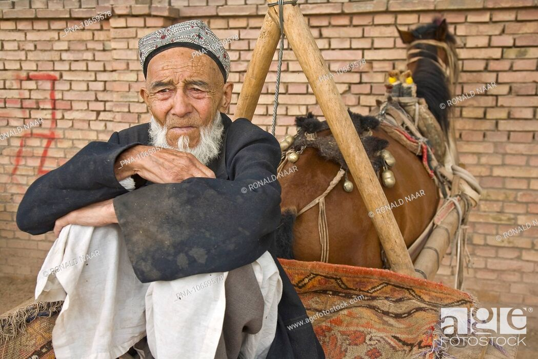Stock Photo: Sunday market Kashgar, Sinkiang Xinjiang, West-China.